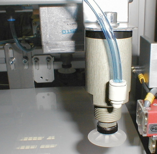 Bögen trennen mittels Vakuum Hubzylinder von MM Engineering